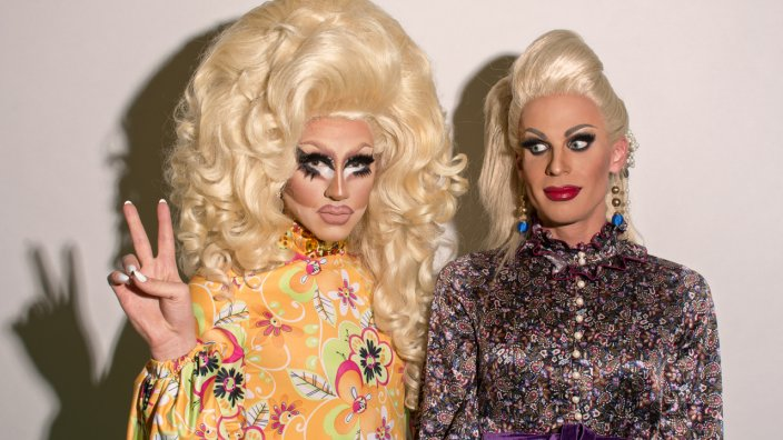 Trixie And Katya Show S1 Ep1 - Hooking Up